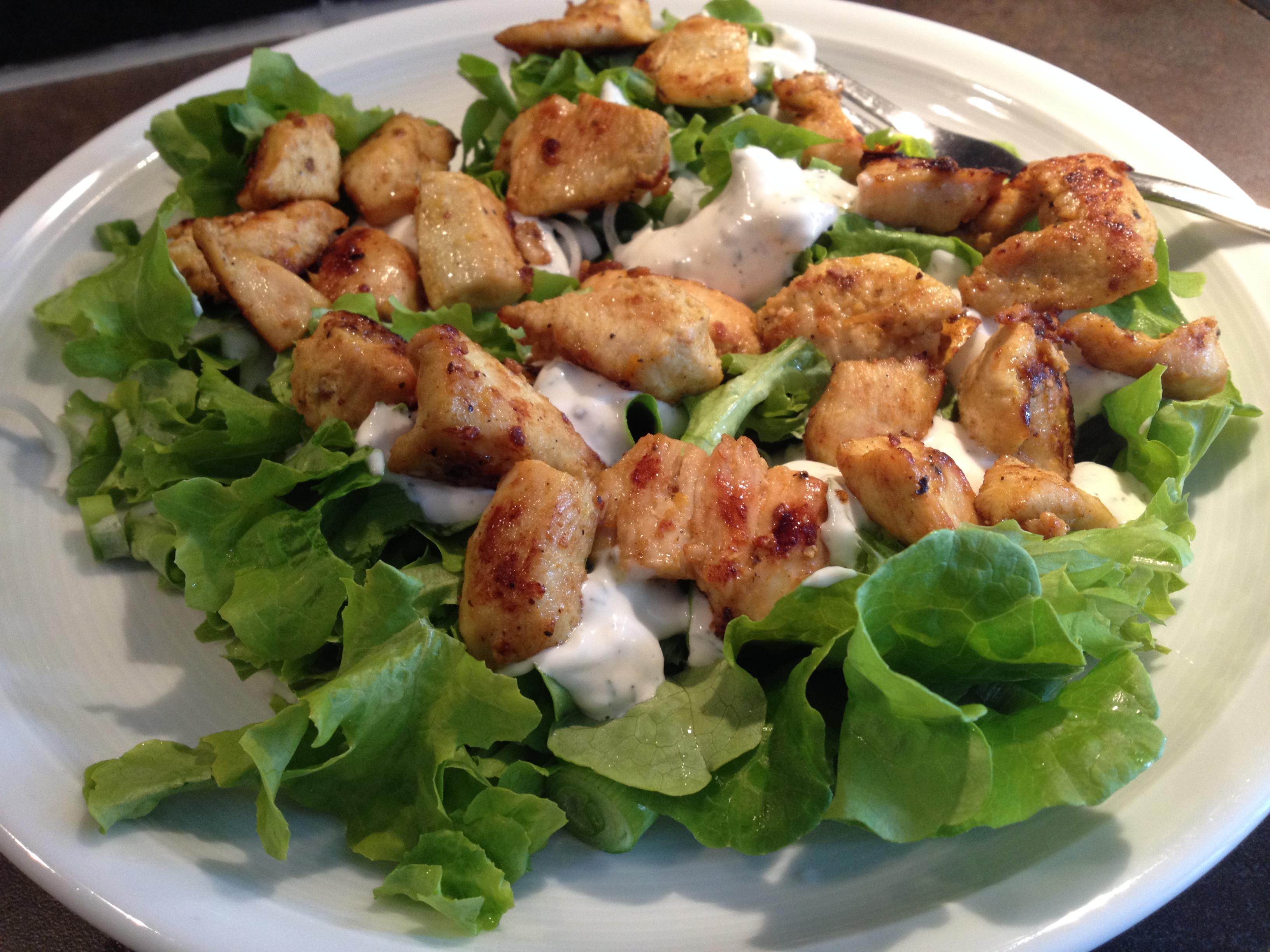 Salat mit Masala Hähnchen