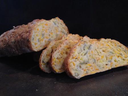 Möhrenbrot mit Käse und Salbei